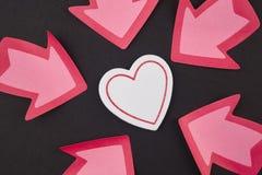 与心脏和箭头信号的医疗保健背景 华伦泰 免版税图库摄影
