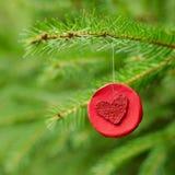 与心脏的圣诞节装饰 免版税图库摄影