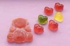 与心脏的果冻熊 免版税库存图片