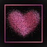 与心脏的海报从桃红色尘土,五彩纸屑,闪闪发光,在桃红色金属框架,在黑背景的边界的闪烁 免版税图库摄影