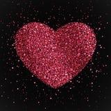 与心脏的海报从红色和桃红色五彩纸屑,闪闪发光,闪烁 在黑背景的愉快的情人节 库存照片