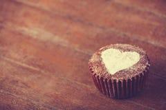 与心脏的蛋糕。 免版税图库摄影