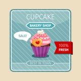 与心脏的逗人喜爱的卡片桃红色杯形蛋糕 库存照片