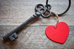 与心脏的钥匙作为爱的标志 我的心脏concep钥匙  库存图片