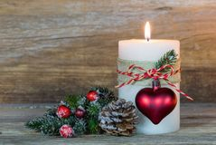 与心脏装饰品的出现蜡烛和杉树分支 库存照片