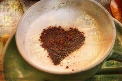 与心脏,葡萄酒样式的Cappucino 免版税库存图片