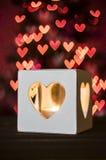 与心脏bokeh -情人节的蜡烛 免版税库存照片