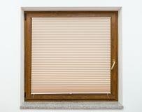 与快门的木视窗 库存图片