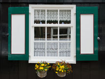 与快门的视窗在Marken 免版税库存图片