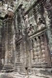 与恐龙的图的被雕刻的浅浮雕在12世纪的寺庙Ta Prohm 暹粒,柬埔寨 免版税库存图片