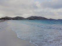 与惊人的海的阿鲁巴Tuquoise海滩 免版税库存照片