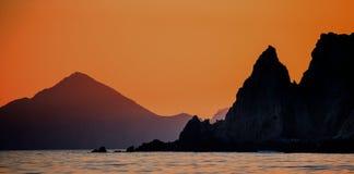 与惊人的美丽的天空的日落在海岸线加利福尼亚半岛上 墨西哥 免版税库存照片