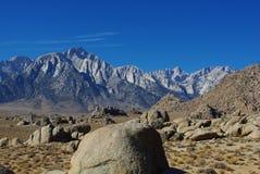 与惠特尼山脉的阿拉巴马小山 库存图片