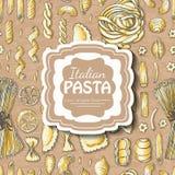 与意大利面团在米黄背景和题字的无缝的样式在中部 库存图片