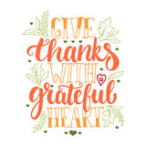 给与感恩的心脏-感恩天字法与叶子和心脏的书法词组的感谢 秋天 免版税库存图片