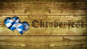 与慕尼黑啤酒节口号和心形的保险开关的木背景 免版税库存图片