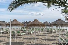 与懒人的西班牙海滩 免版税库存照片