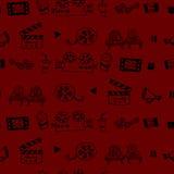 与戏院属性的无缝的手拉的传染媒介样式 免版税图库摄影