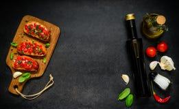 与成份和拷贝空间的意大利开胃小菜Bruschetta 库存照片