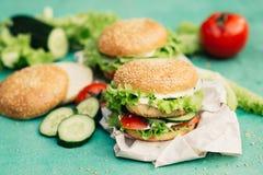 与成份的开胃汉堡 免版税图库摄影