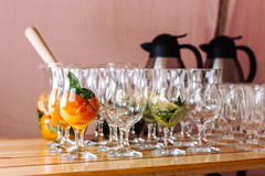与成份的玻璃鸡尾酒,薄菏和橙色2的 免版税图库摄影