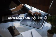 与我们联系按钮和文本在虚屏上 企业和技术概念 免版税图库摄影