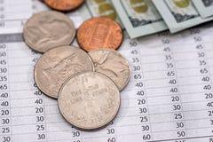 与我们的电费单硬币和美元钞票 图库摄影