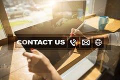 与我们联系按钮和文本在虚屏上 企业和技术概念 免版税库存照片