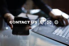 与我们联系按钮和文本在虚屏上 企业和技术概念 免版税库存图片