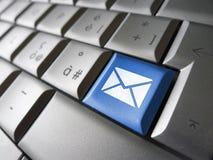 与我们联系网电子邮件钥匙 免版税库存照片