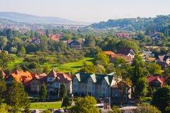 与房子的农村风景在特兰西瓦尼亚,罗马尼亚 免版税库存照片