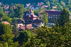 与房子的农村风景在特兰西瓦尼亚,罗马尼亚 图库摄影