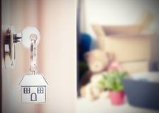 与房子钥匙的前门 免版税库存照片