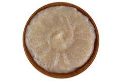 与扁桃仁油和马卡达姆坚果壳五谷的被捣碎的红糖 免版税库存图片