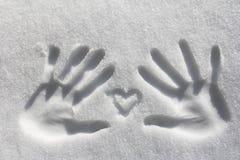 与手举行的心脏 库存照片