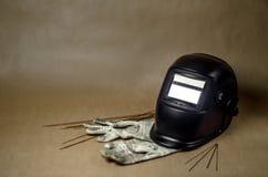 与手套的焊接面具 免版税库存照片