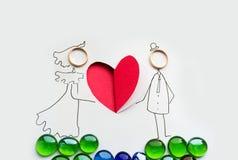 与手工制造圆环的心脏的明信片 免版税库存图片