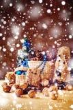 与手工制造玩具和礼物的圣诞节 免版税库存图片