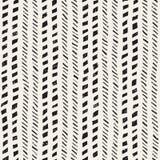 与手拉的刷子冲程的无缝的样式 墨水乱画例证 几何单色传染媒介样式 免版税图库摄影