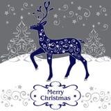 与手拉的圣诞节不可思议的鹿,装饰树的问候 免版税库存照片