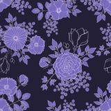与手拉的花和叶子的无缝的深刻的淡紫色样式 免版税图库摄影