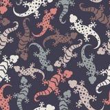 与手拉的蜥蜴的无缝的抽象样式 五颜六色的壁虎背景 免版税库存照片