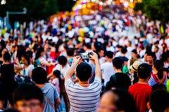 与手机的人照相 免版税图库摄影