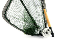 与手网的用假蝇钓鱼标尺和卷轴在白色背景 库存图片