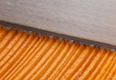 与手锯的新伐木板条 免版税库存图片