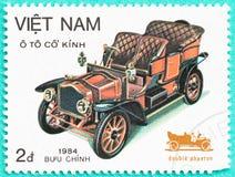 与打印的邮票在越南显示古典汽车 免版税库存照片