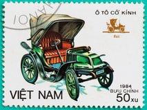 与打印的邮票在越南显示古典汽车 免版税库存图片