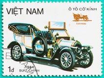 与打印的邮票在越南显示古典汽车 图库摄影