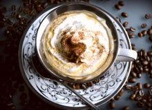 与打好的奶油的咖啡 图库摄影