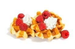 与打好的奶油的莓比利时华夫饼干 库存图片